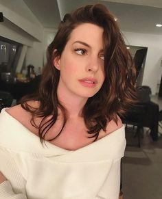 What Fans Should Know About Anne Hathaway - Celebrities Female Beautiful Brown Eyes, Beautiful Women, Hello Beautiful, Girl Celebrities, Celebs, Anne Jacqueline Hathaway, Woman Crush, Beautiful Actresses, Pretty People