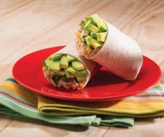 Burritos de huevo con atún, elote y aguacate