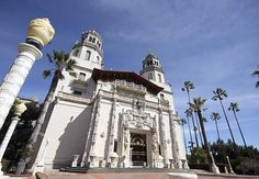 William Randolph Hearst left a legacy in his opulent castle on the California Coast. Sample the luxurious lifestyle on your visit to Hearst Castle! Carl Sagan, Beautiful Castles, Beautiful Places, Beautiful Gardens, San Simeon, Pacific Coast Highway, Expensive Houses, Villa, Celebrity Houses
