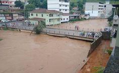 Rio Muqui sobe rapidamente e 70 famílias deixam suas casas em Atílio Vivácqua
