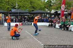 Op het Piet van Thielplein waren vele activiteiten voor de jeugd om de Vrijheid te