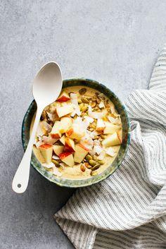 Receta Qikely: Smoothie Bowl Avena y Manzanas Receta y Foto: Kitchen Konfidence