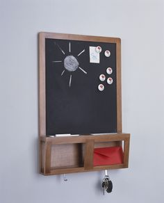 Conquer your entryway!  Use the multi-purpose LUNS noticeboard to leave notes for family members, and catch mail and keys.