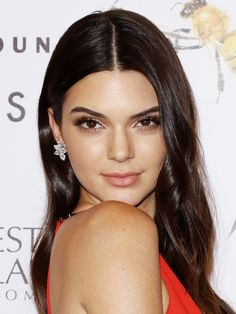Find Out Why Kendall Jenner Says Makeup Artists Are Scared of Her via @byrdiebeauty
