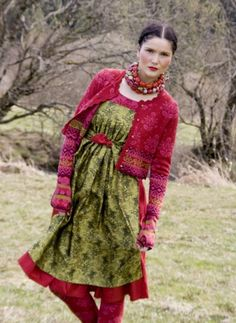 Gudrun Sjoden - I look at their catalog all the time. I love this look; Anybody wear Gudrun Sjoden? Hippy Chic, Boho Chic, Gypsy Style, Bohemian Style, Punto Fair Isle, Beautiful Outfits, Cool Outfits, Winter Mode, Boho Fashion