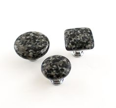 Add style to your kitchen, bath or bedroom with these fabulous black fused glass knobs. Handcrafted from an exclusive specialty art glass mix I have named Black Ice, these knobs bear a striking resemblance to black granite. Knobs are available in three different sizes, both round and square, and would look sensational on cabinets, dressers, or other furniture around the home. Pricing is for one knob. Round knobs are 1 inch or 1.5 inches in diameter. The square knobs measure slightly over 1…