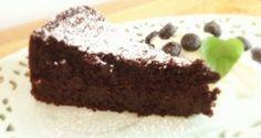 Quinoa chocolate cake - needs some tweaking Gluten Free Cakes, Gluten Free Desserts, Cookie Desserts, Quinoa Chocolate Cake, Quinoa Cake, Real Food Recipes, Cake Recipes, Dessert Recipes, Yummy Food