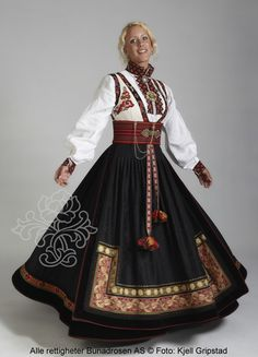 "National dress(bunad) from Norway. This one is called ""beltestakk"" from Telemark Folk Clothing, Historical Clothing, Traditional Fashion, Traditional Dresses, Folklore, Norwegian Clothing, Norwegian Fashion, Costume Ethnique, Beautiful Norway"