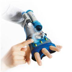 Avec ce gant ajustable à la taille de la main, l'enfant va disposer de tous les accessoires pour se mettre dans la peau d'un super espion : lampe torche, boussole, montre et mini télescope l'accompagneront dans ses missions secrètes !