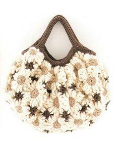 78420a17e9 Boa tarde amigas crocheteiras!!! Hoje é meu aniversário!! Mas o presente  que eu trago é todo pra vocês!!! Essa bolsa é um lindo modelo que e.