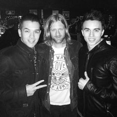 Chillen with Jon Foreman from Switchfoot! So excited for them to go on tonight. Lets do this! #switchfoot #fadingwest #love #life #like #follow #instagood #instamood #me #cool #music #sandiego...