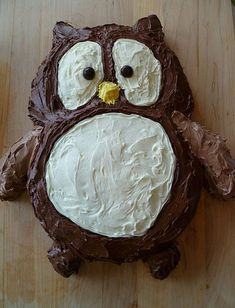 Trial run required methinks. My Owl Barn: DIY: Two In One Owl Cake - Love the pattern for cutting out this cake. Owl Cupcakes, Cupcake Cakes, Fruit Cakes, Ladybug Cakes, Chocolate Art, Edible Art, Cute Food, Creative Food, Baby Shower Cakes