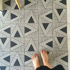 floor patterns Amazing pic by chrisphome keep tagg - flooring Floor Patterns, Tile Patterns, Textures Patterns, Floor Design, Tile Design, Geometric Tiles, House Tiles, Tiles Texture, Surface Design