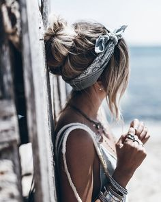 Pinspiration: sciarpe z - Italiano Newest Hair Design Pigtail Hairstyles, Bobby Pin Hairstyles, Bandana Hairstyles, Casual Hairstyles, Cute Hairstyles, Hair Scarf Styles, Long Hair Styles, Hair Day, New Hair