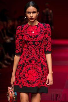 Dolce & Gabbana Spring-summer 2015 - Ready-to-Wear - http://www.flip-zone.net/fashion/ready-to-wear/fashion-houses-42/dolce-gabbana-4990 - ©PixelFormula