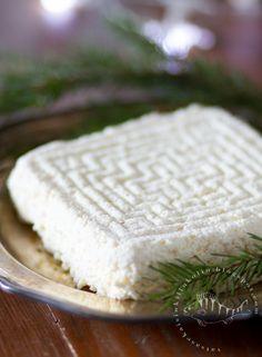 hämäläinen juusto, munajuusto, kotijuusto resepti, juustonjuoksutin, juoksutin piimä, miten tehdä juustoa, hämäläinen munajuusto, juusto jouluksi, joulujuusto Goat Cheese, Camembert Cheese, Finnish Recipes, Good Food, Artisan, Food And Drink, Dairy, Bread, Baking
