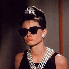Breakfast at Tiffany's. Audrey Hepburn as Holly Golightly in Givenchy gown and Joan Joseff jewelry . Audrey Hepburn Outfit, Audrey Hepburn Mode, Audrey Hepburn Breakfast At Tiffanys, Audrey Hepburn Sunglasses, Hollywood Glamour, Old Hollywood, Holly Golightly, Girl Crushes, Style Icons