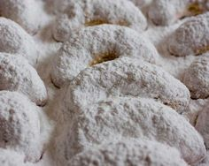 The Ultimate Christmas Cookie: White as snow-Greek Butter Cookies-Kourabiedes, a delicious shortbread type cookie that melts in your mouth! Greek Desserts, Greek Recipes, Yummy Recipes, Christmas Desserts, Christmas Cookies, Christmas Treats, Kourabiedes Recipe, Powdered Sugar Cookies, Greek Cookies
