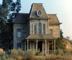 Abandoned murder house in Illinois. Like this kinda stuff? If so follow Forgottenruins on Facebook.