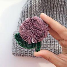 "605 aprecieri, 8 comentarii - ♡ (@biser_prodaja) pe Instagram: ""@Regranned from @broochesss - Оказывается , что название цветка ""гортензия"" дословно переводится…"" Handmade Beaded Jewelry, Beaded Jewelry Patterns, Brooches Handmade, Handmade Flowers, Handmade Crafts, Felt Brooch, Beaded Brooch, Bead Embroidery Jewelry, Beaded Embroidery"
