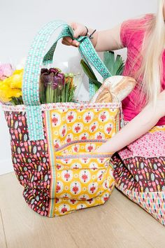 Lovely Market Bag made with Andrea Muller's Vintage Kitchen fabrics! #iloverileyblake