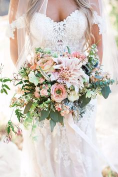 Summer Wedding Dresses Stunning Boho Chic Rustic Ranch Wedding - Get out your cowgirl boots! Rustic Bridal Bouquets, Boho Wedding Bouquet, Summer Wedding Bouquets, Chic Wedding, Wedding Ideas, Rustic Wedding, Spring Wedding, Rustic Bouquet, Wedding Pins