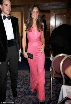 Future Princess Kate Middleton Looks Stunning In A Pink Dress By Her Favourite Designer, Issa, June 2008 Estilo Kate Middleton, Kate Middleton Style, Kate Middleton Prince William, Prince William And Kate, Pink Gowns, Pink Dress, Issa Dresses, Vestidos Color Rosa, Princesa Kate Middleton