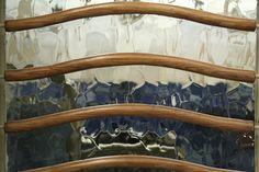 Ascensor de la Casa Batlló. Magical Pictures, Antoni Gaudi, Clothes Hanger, Barcelona, Elevator, Houses, Coat Hanger, Gaudi, Clothes Hangers