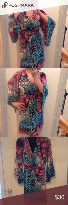 Laundry Wrap Dress Very flattering Laundry by Shelli Segal wrap dress.  Beautiful bell sleeves and fun print!  Less on Ⓜ️️️️️️️️ercari Laundry by Shelli Segal Dresses Midi
