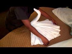 Want to fold a towel like on the cruise ships? This is the video to watch! If you want to make a swan, bulldog, duck, elephant, turtle or mouse. Napkin Origami, Towel Origami, Fabric Origami, Origami Folding, Oragami, Napkin Folding, Towel Swan, Origami Shapes, Towel Animals