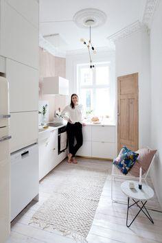 Ema Bihor på det nydelige kjøkkenet sitt på St.Hanshaugen