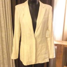 CAbi 724 Everly Blazer One Fine Day White size 8 CAbi 724 Everly Blazer One Fine Day White size 8 MSRP $148.00 fabric content: 57% linen 40% rayon 3% spandex lining: 100% polyester CAbi Jackets & Coats Blazers