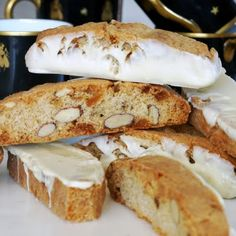 CRYSTALLIZED GINGER BISCOTTI WITH ALMONDS AND WHITE CHOCOLATE