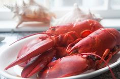 How to Boil and Eat Lobster ~ A visual guide with instructions to boiling and eating fresh New England lobster.