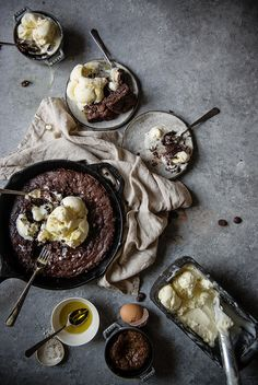Olive oil ice cream and brownie sundae recipe. Delicious dessert option for a hot day, with the rich chocolate and creamy ice cream. Brownie Sundae, Brownie Ice Cream, Brownie Recipes, Dessert Recipes, Olive Oil Ice Cream, Dark Food Photography, Food Blogs, Food Styling, Food Inspiration
