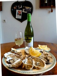 friends in Paris do confirm it. Grüner Veltliner goes very well with oysters. Very Well, Stuffed Mushrooms, Wellness, France, Vegetables, Friends, Eat, Food, White Wine