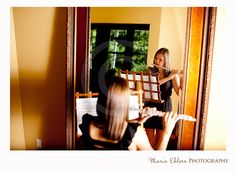 Creative, musical senior picture by Maris Ehlers Photography maybe it should be done with another instrument Senior Year, Senior Portraits, Senior Pictures, Girl Pictures, Mirror Photography, Photography Music, Photography Ideas, Picture Ideas, Photo Ideas