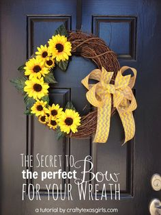 How to make the perfect 'wreath bow'-- love this 'secret' trick. #wreath #bow #craftytexasgirls