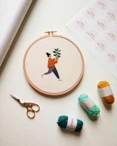 A woman working under the name Slow Evenings Embroidery celebrates plant parents with her hoop art. The characters are excited about their new babies. Modern Embroidery, Embroidery Hoop Art, Hand Embroidery Patterns, Cross Stitch Embroidery, Dread Wraps, Thread Painting, Needle And Thread, Clipart, New Baby Products