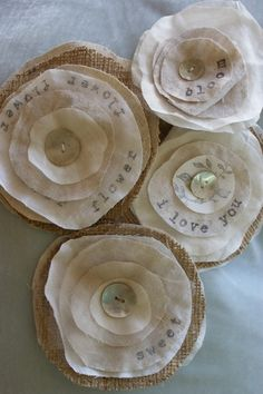 DIY~ Fabric flowers, burlap and muslin : via Etsy Burlap Flowers, Felt Flowers, Diy Flowers, Fabric Flowers, Paper Flowers, Sewing Crafts, Sewing Projects, Fabric Brooch, Burlap Crafts