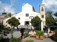 If you have chosen Ravello as your wedding location, know that this elegant town lies on a hill.