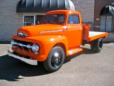 1951 FORD F-4 FLATBED TRUCK