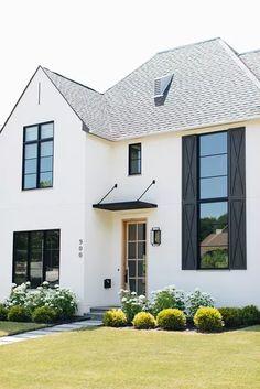Farmhouse Landscaping, Modern Farmhouse Exterior, Modern Farmhouse Style, Modern Cottage, Yard Landscaping, Exterior Door Trim, Exterior Paint, Exterior Design, English Farmhouse