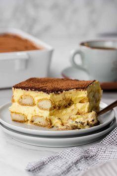 Tiramisu Dip Recipe, Classic Tiramisu Recipe, Cannoli Recipe, Italian Tiramisu, Holiday Desserts, Easy Desserts, Delicious Desserts, Dessert Recipes, Yummy Food