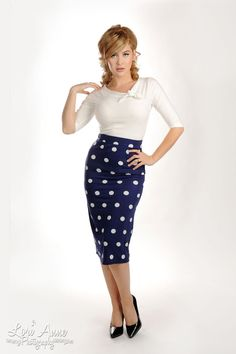 A perfectly pin up pencil skirt, and a fun way to be sophisticated! :: Polka Dot Pencil Skirt:: Vintage Fashion :: Retro Style:: Pin Up Clothing Pin Up Outfits, Skirt Outfits, Pretty Outfits, Fall Outfits, Rockabilly Fashion, Retro Fashion, Vintage Fashion, Fashion 1920s, Look Fashion