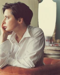 One can never have enough white shirts. Role Models, Female Models, Short Hair Cuts, Short Hair Styles, Isabella Rossellini, Swedish Actresses, 90s Hairstyles, Haircuts, Hollywood
