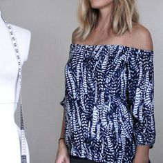 Off the shoulder tops are everywhere right now and lucky for us crafty ladies it's...