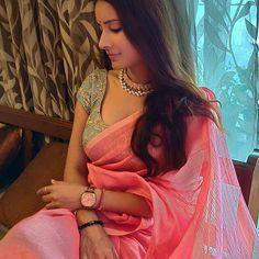 Saree Styles, Blouse Styles, Red Saree, Sari, Indian Look, Traditional Sarees, Saree Blouse Designs, India Beauty, Indian Sarees