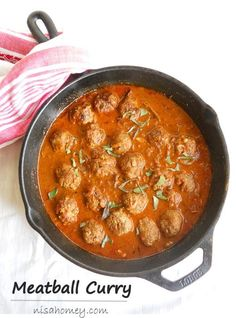 Meatball Curry Recipe - Meatballs are cooked and simmered in tomato-coconut milk gravy in just 2 1/2 tbsp oil, so easy and low cal....step by step tutorial #meatballcurry #kerala #recipe