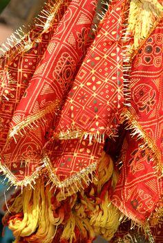 Cómo pintar ropa con pintura de tela al estilo hindú | eHow en Españolhttp://www.ehowenespanol.com/pintar-ropa-pintura-tela-estilo-hindu-como_71290/